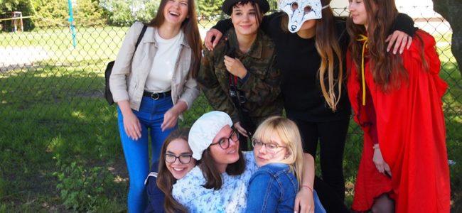 1e08858c8 Uczniowie z klasy III c gimnazjum oraz uczniowie z klasy I A liceum  uczestniczyli w tych zmaganiach teatralnych.
